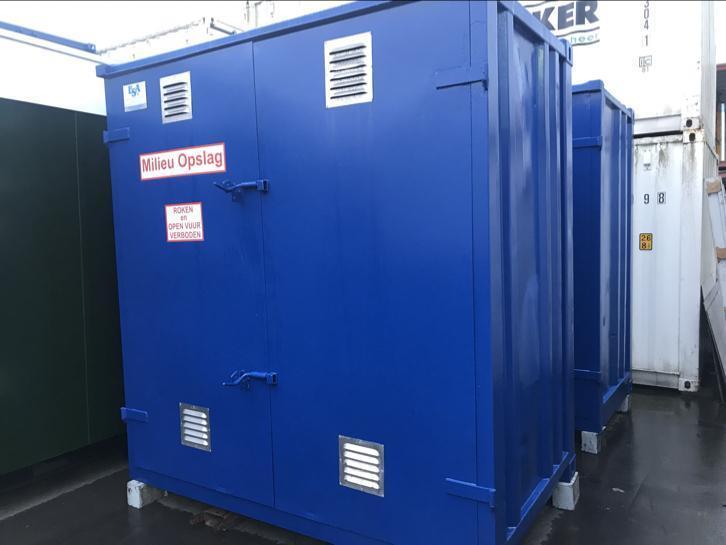 2 stuks opslag containers afm. 2,42 x 1,45 x 2,57m