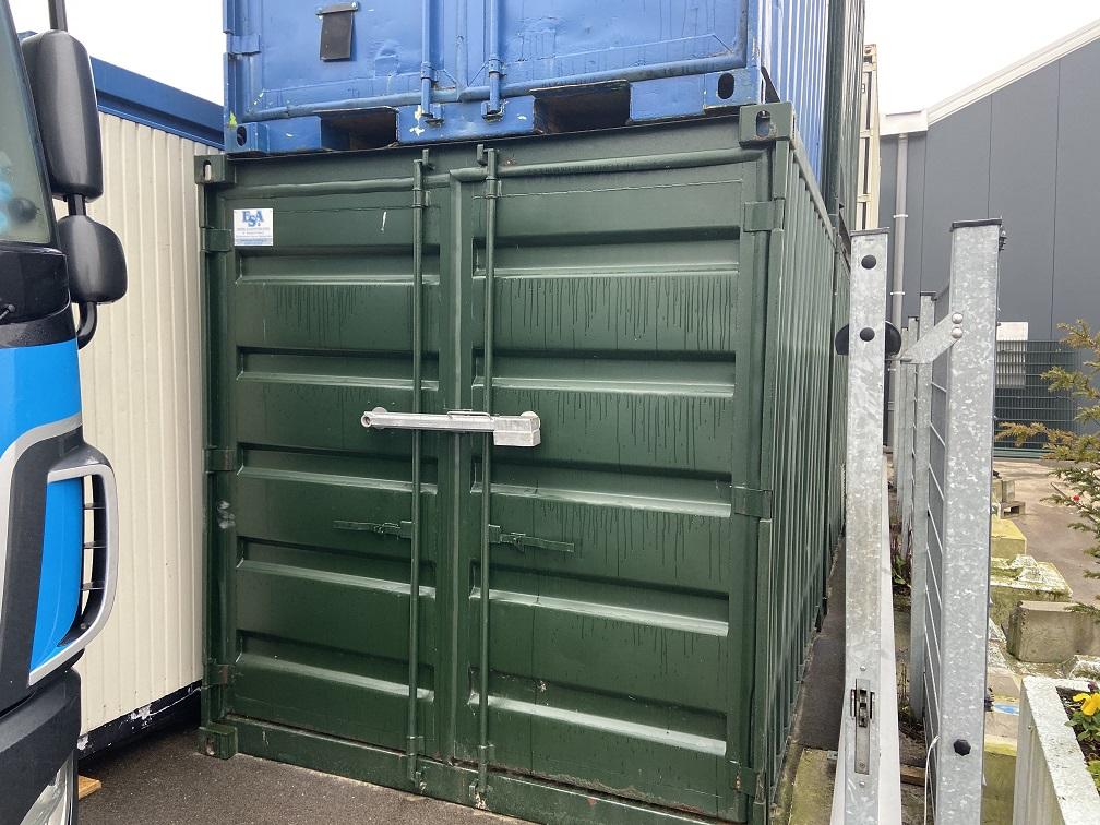 Gebruikte 10ft container met lekbak € 950,- ex